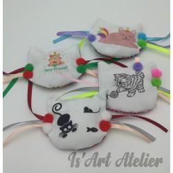 jouet-tete-de-chat-en-tissu-et-ruban-avec-herbe-a-chat@isartatelier